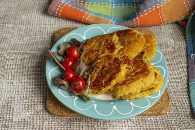 Нежные оладьи из чечевицы с кабачком без яиц готовы