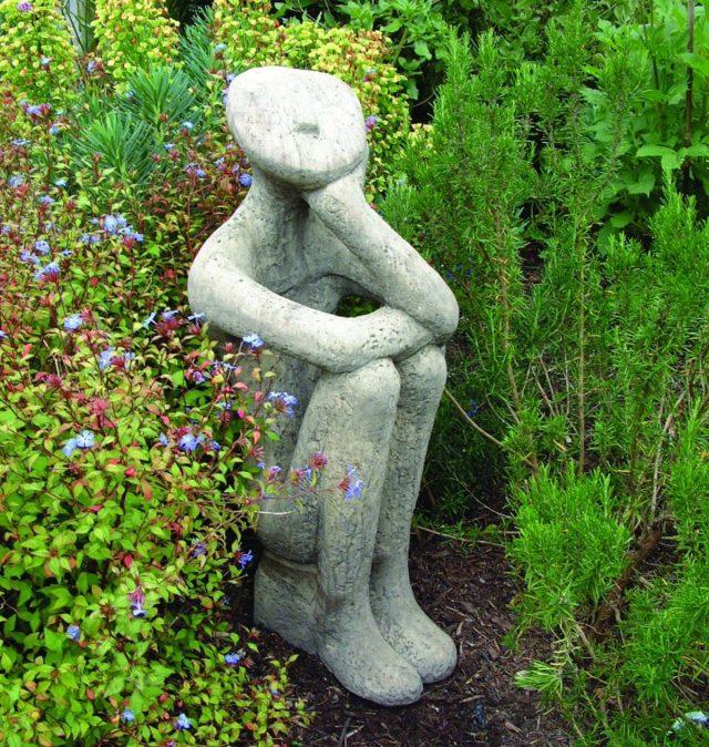 Оригинальная садовая скульптура способна стать изюминкой цветника
