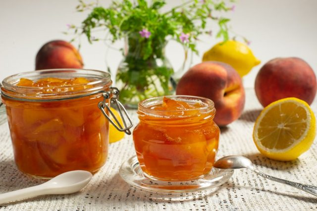 Густой персиковый джем с лимоном и лимонной цедрой