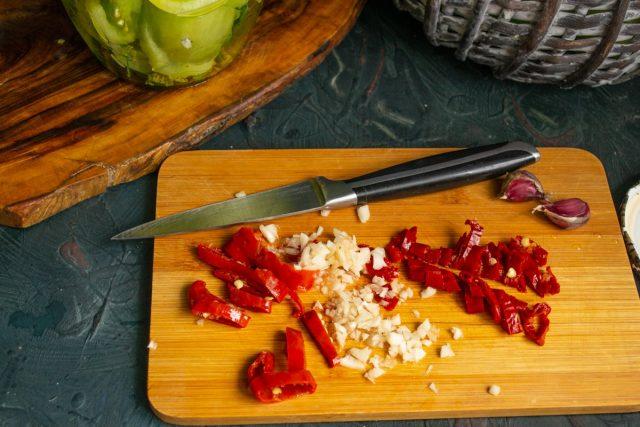Квашеные зелёные помидоры с чесноком и чили без стерилизации
