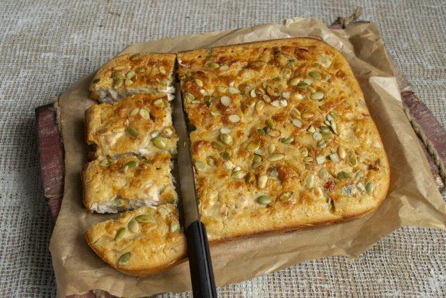 Быстрый заливной пирог с курицей готов