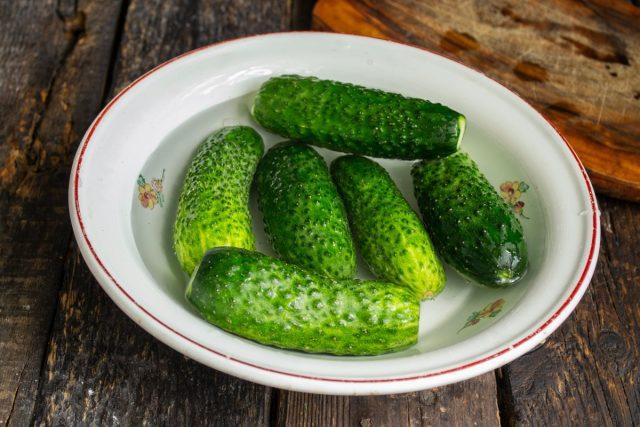 Салат «Нежинский» из огурцов на зиму — простой и вкусный