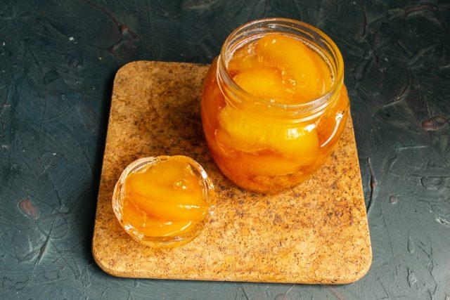 Янтарное варенье из персиков дольками готово