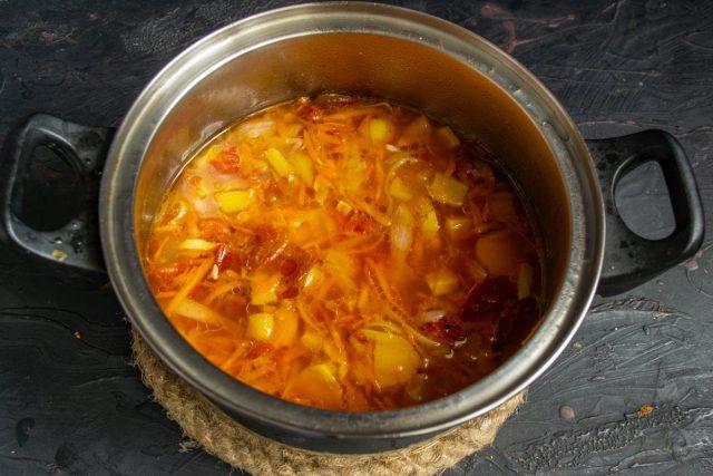 Варим суп, за 5 минут до готовности солим и перчим