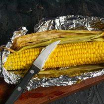 Сочная кукуруза в духовке в фольге с маслом