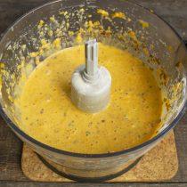 Измельчаем ингредиенты несколько минут, оставляем тесто на 15-20 минут