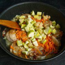 Добавляем цветную капусту и кабачки