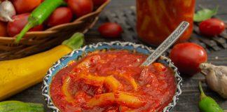 Пикантный овощной салат «Тёщин язык» из кабачков на зиму