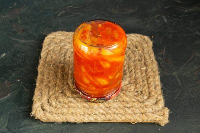 Пикантный овощной салат «Тёщин язык» из кабачков на зиму готов, стерилизуем и отправляем на хранение