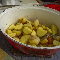 Кладём картошку