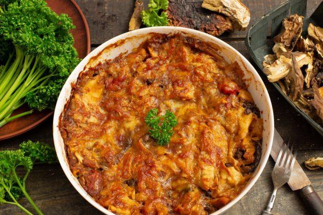 Домашняя запеканка из лаваша с мясом и грибами
