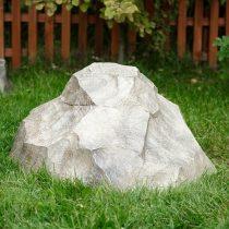 Крышка для люка в виде камня