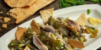 Лёгкий рыбный салат с морской капустой без майонеза
