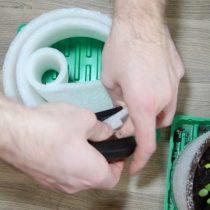 С помощью степлера скрепляем края центральной и внутренней части. То же самое делаем с краем на внешней стороне