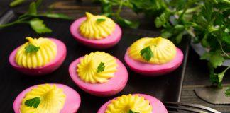 Яркие фаршированные яйца на праздничный стол