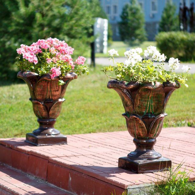 Садовые кашпо и вазоны — фото