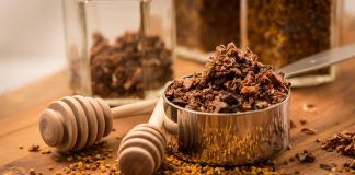 Пчелиные лекарства — прополис и перга