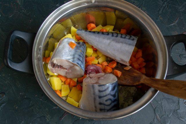 Простой рыбный суп из скумбрии со стручковой фасолью