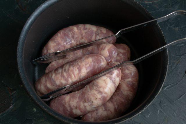 Тушеная капуста с колбасками в духовке — обед по-немецки
