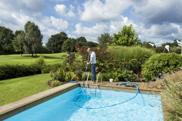 Как сделать бассейн безопасным, чистым и ухоженным?