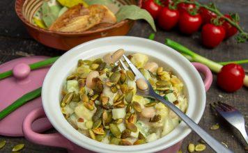 Быстрый картофельный салат с фасолью и соусом-майонезом из аквафабы