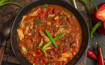 Густой томатный суп с курицей и фасолью