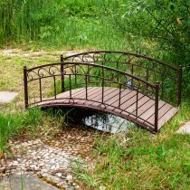 Декоратвиный мостик со сплошными перилами