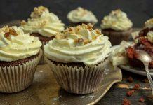 Вкуснейшие капкейки «Красный бархат» с начинкой из малинового джема