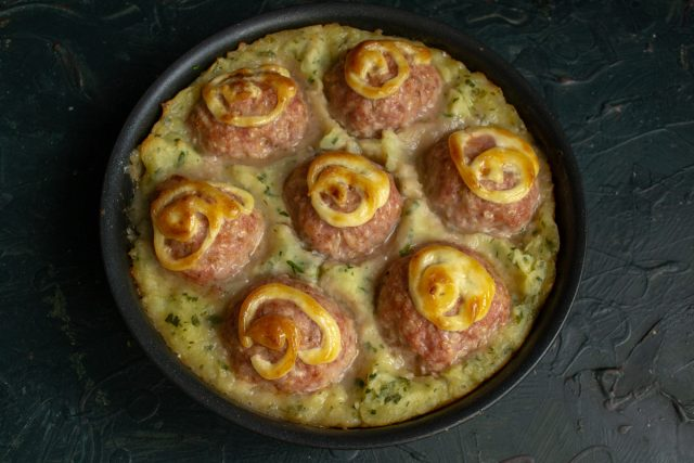 Картофельная запеканка с тефтелями, или Пастуший пирог по-новому