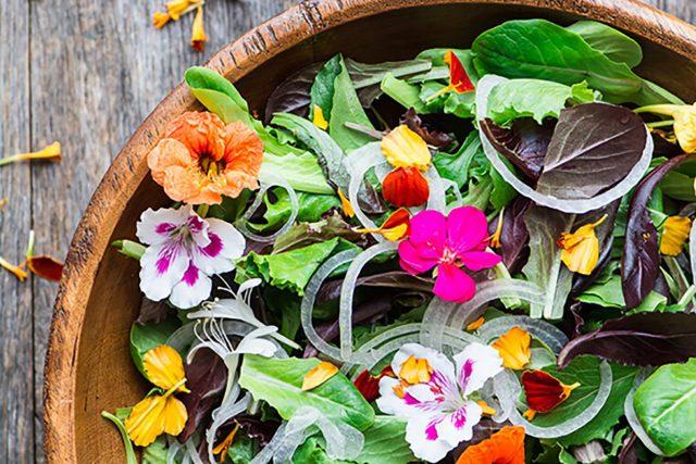 Сочный цветочный салат