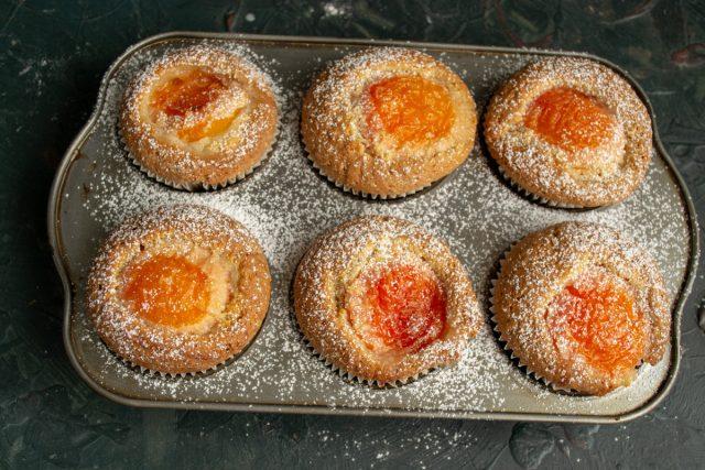 Быстрые кексы с абрикосами готовы