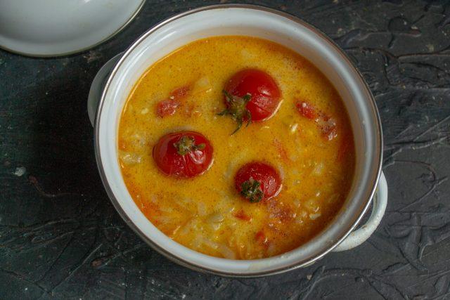 Быстрый томатный суп с сыром готов