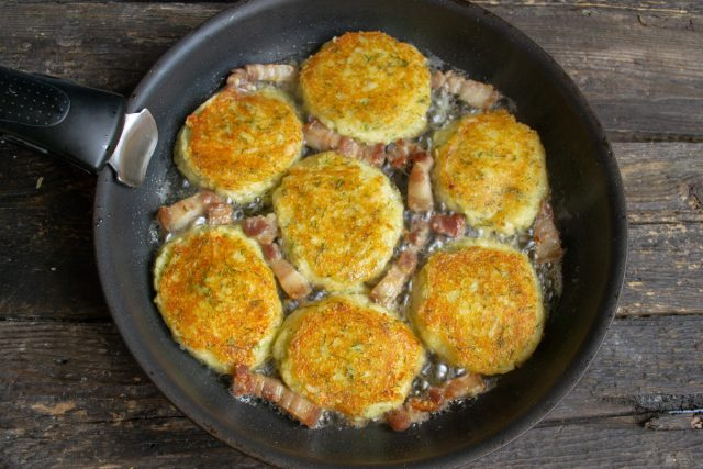 Картофельные оладьи по-деревенски готовы