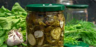 Пряный салат из огурцов на зиму с чесноком и укропом