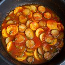 Нагреваем овощи до кипения, варим на сильном огне 10 минут