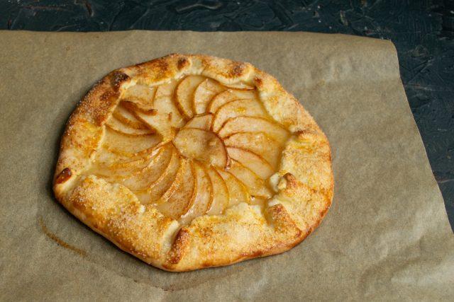 Тарт с грушей, или Самый простой песочный пирог, готов