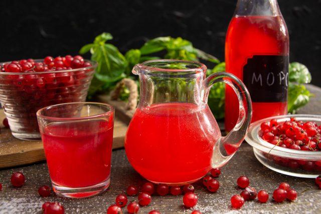 Витаминный морс из красной смородины