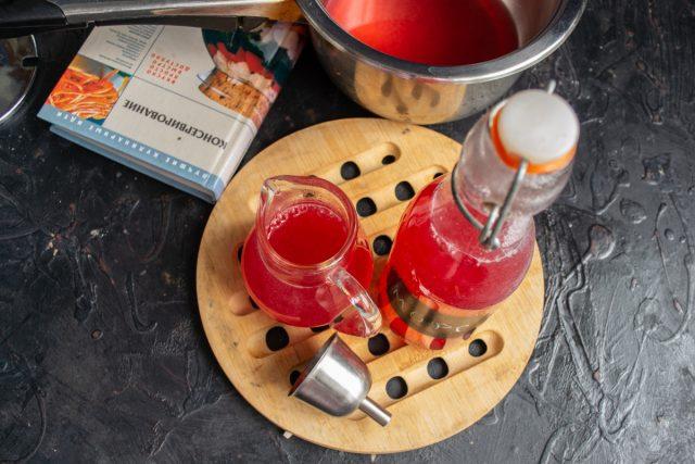Витаминный морс из красной смородины готов