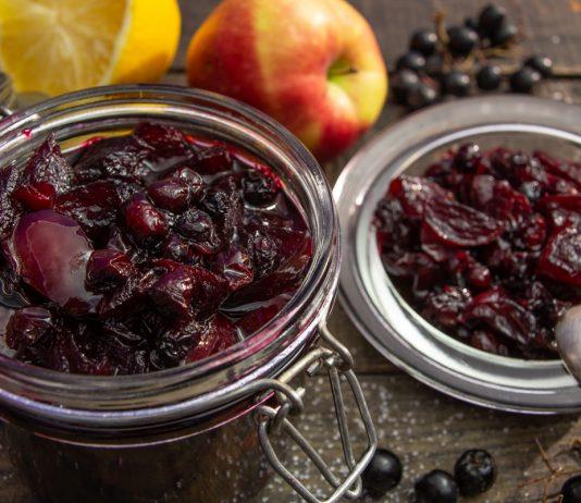 Густое варенье из черной рябины с яблоками и лимоном