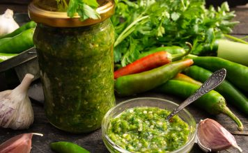 Зелёная аджика на зиму — вкусный рецепт без варки